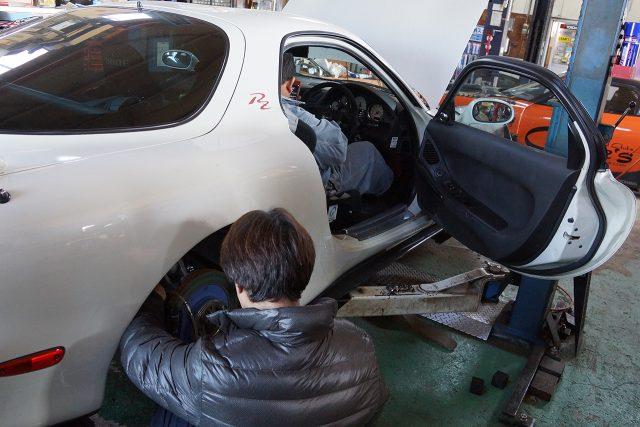 ブレーキのエア抜き作業
